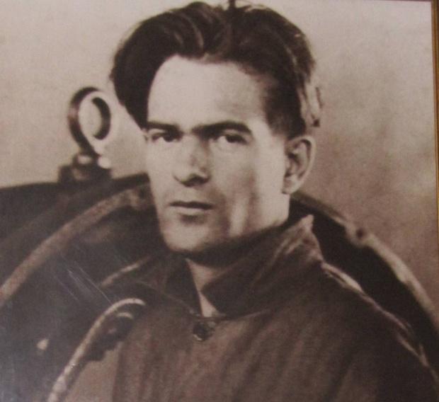 Никола Вапцаров – биография!